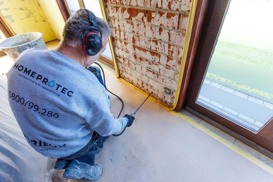 Zoek oorzaken van vochtige muren en zoek dan oplossingen voor vochtige muren